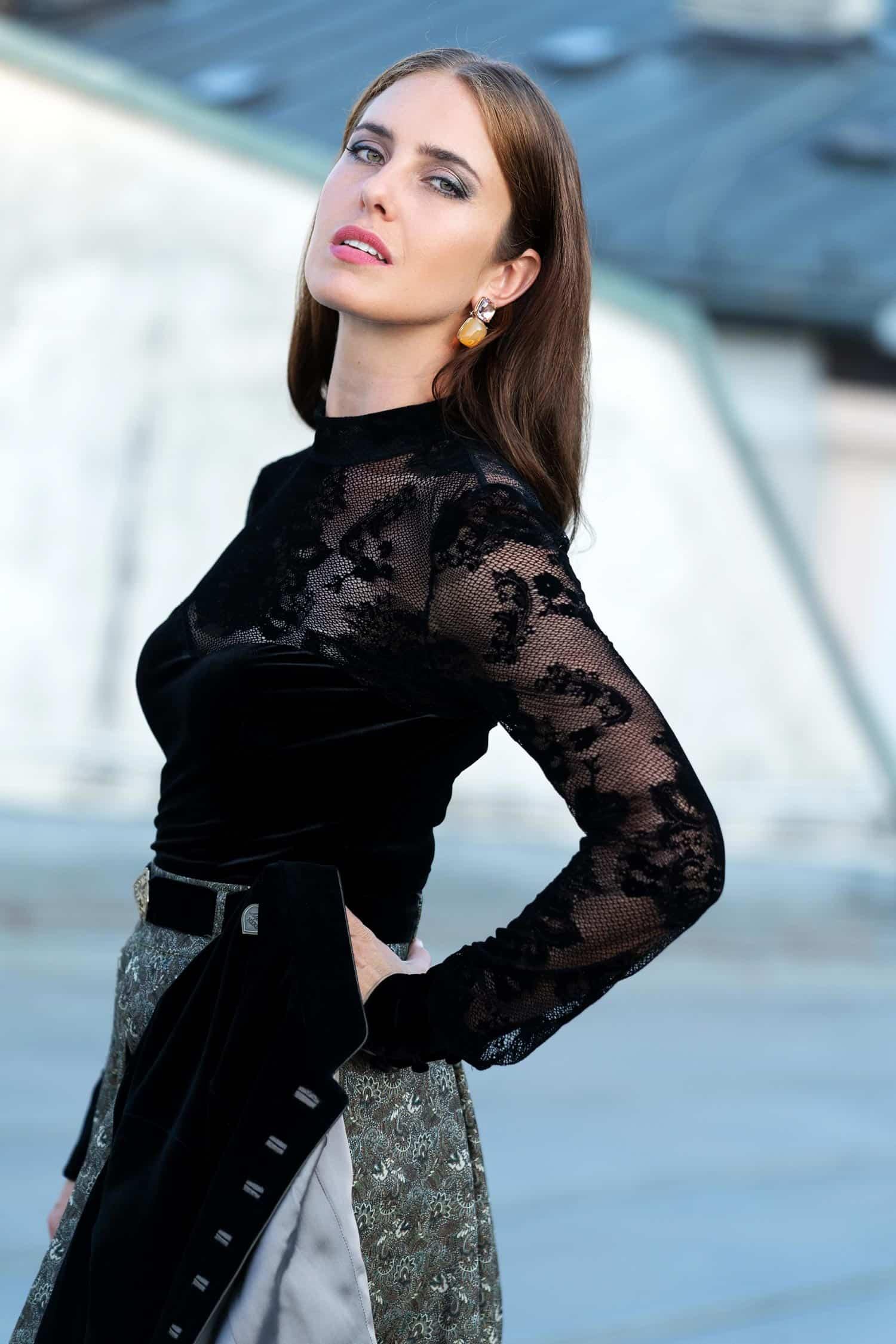 Alpenherz Samtbody Saskia in schwarz mit Rock Danielle