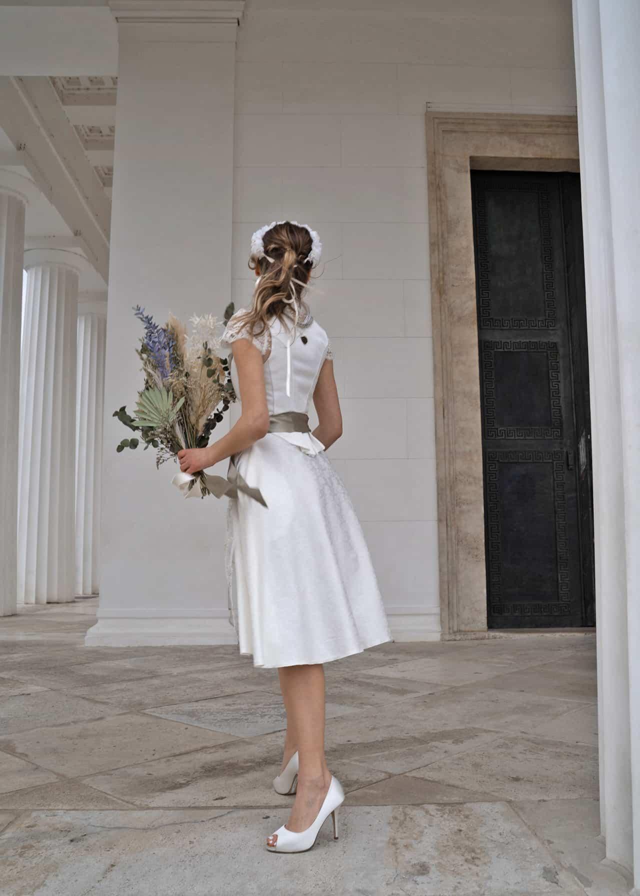 Hochzeitsdirndl Janina Rückansicht
